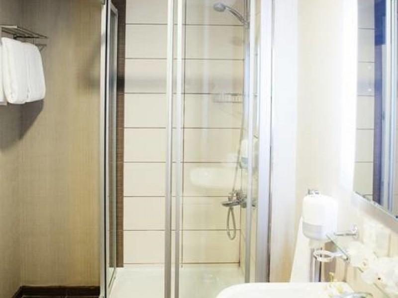 gorki-gorod-apart-otel-3-apartamenty-vannaya