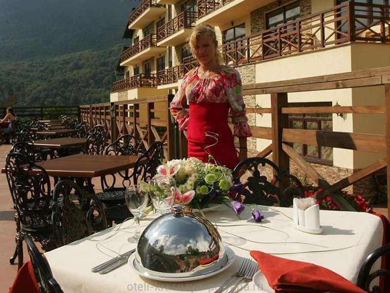 otel-belarus-ko-3-restoran-otkrytaya-terrasa