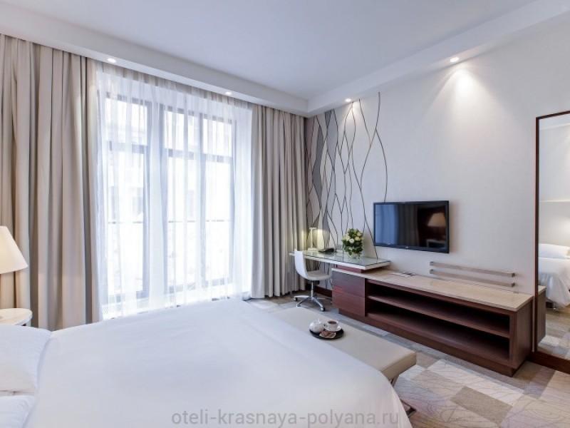 otel-gorki-grand-4-sochi-krasnaya-polyana-oficialnyj-sajt-nomer-lyuks-deluxeroom-king-1
