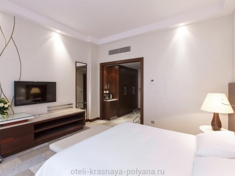 otel-gorki-grand-4-sochi-krasnaya-polyana-oficialnyj-sajt-nomer-lyuks-deluxeroom-king-4