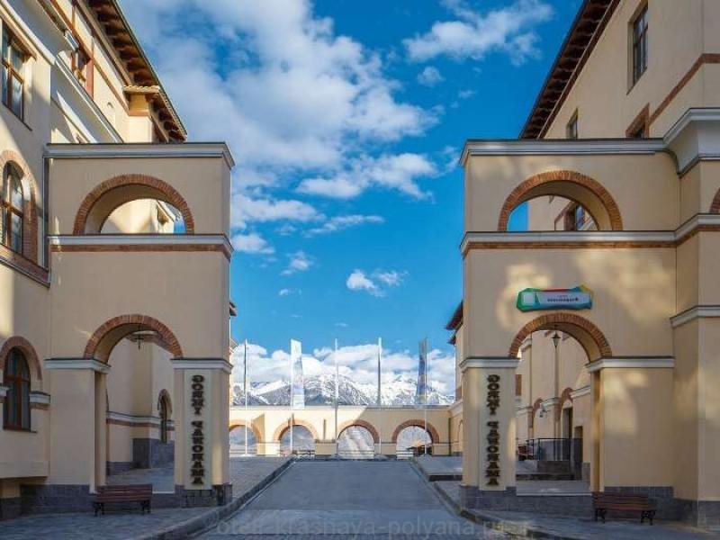 otel-gorki-panorama-4-sochi-krasnaya-polyana-oficialnyj-sajt-vid-na-zdanie-2