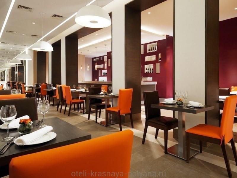 otel-gorki-plaza-3-sochi-krasnaya-polyana-arena-osnovnoj-restoran-russkaya-kuhnya