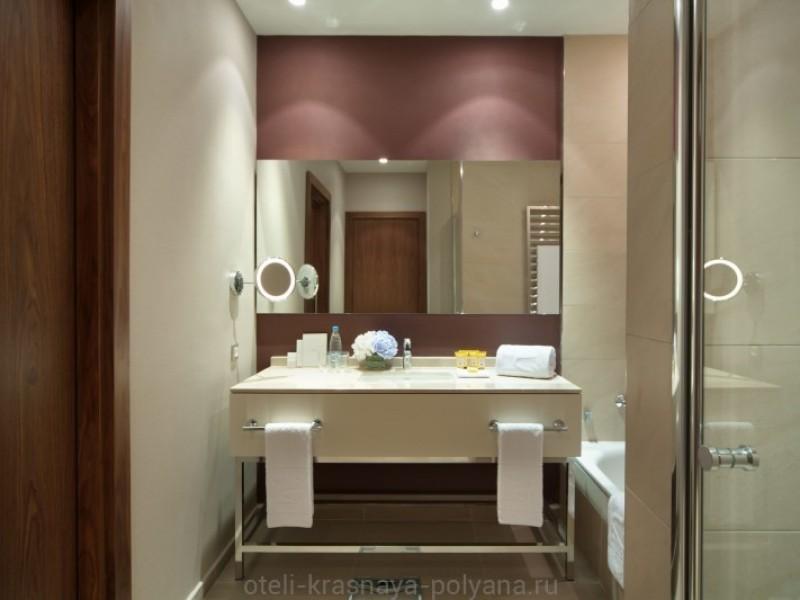otel-solis-sochi-suites-5-krasnaya-polyana-oficialnyj-sajt-nomer-superior-king-vannaya-bathroom