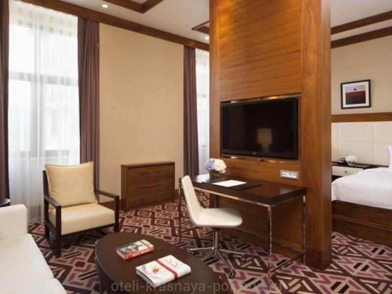 otel-solis-sochi-suites-5-krasnaya-polyana-oficialnyj-sajt-nomer-superior-twin-spalnya-zona