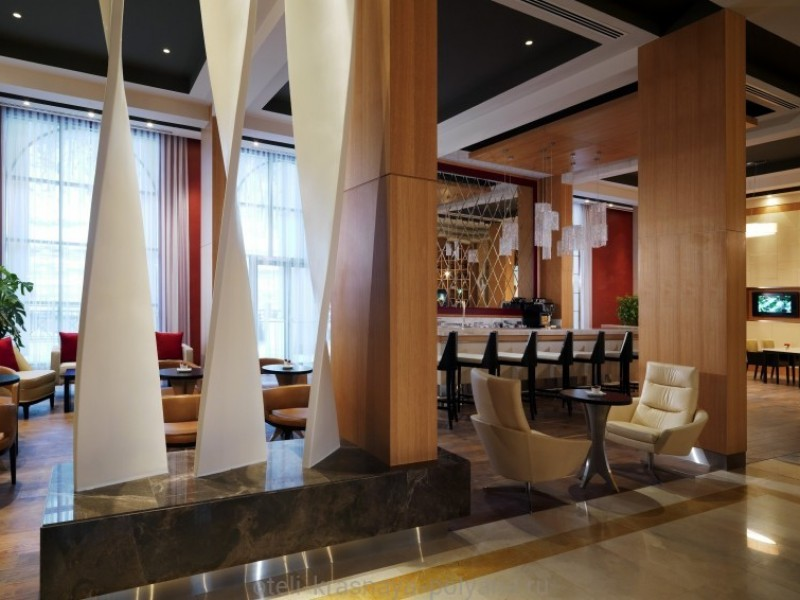 sochi-marriott-krasnaya-polyana-lobbi-bar-otelya
