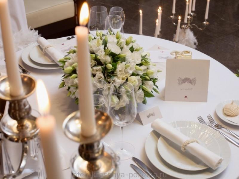 sochi-marriott-krasnaya-polyana-oformlenie-svadebnogo-stola