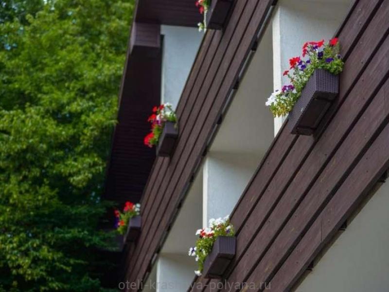 villa-adriano-otel-4-foto-terrassa