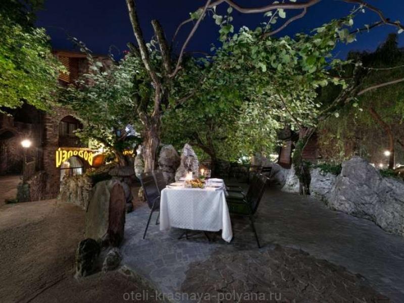 fort-ehvrika-otel-3-uzhin-restoran