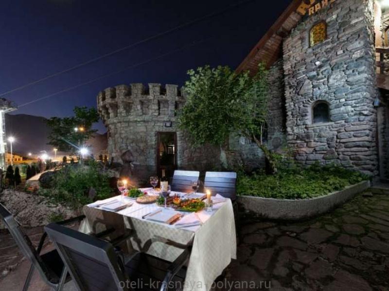 fort-ehvrika-otel-3-uzhin-v-restorane