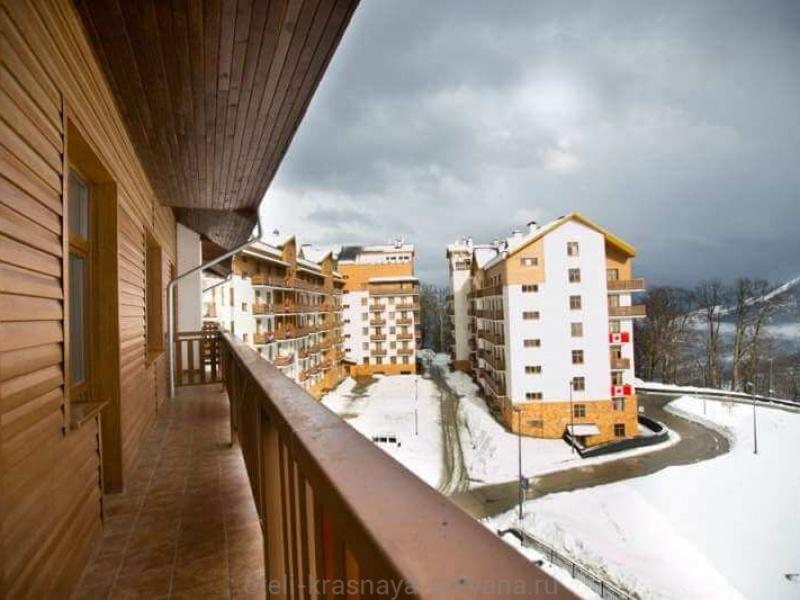 priyut-pandy-khostel-3-vid-s-balkona